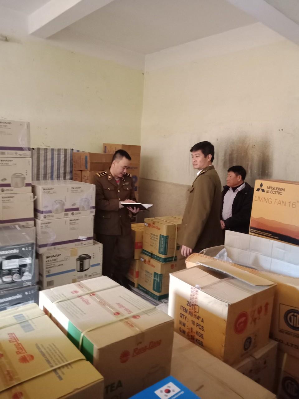 Cục QLTT Thái Bình: Tạm giữ 177 chiếc nồi cơm điện các loại có dấu hiệu vi phạm về nhãn hàng hoá; không xuất trình được hoá đơn, chứng từ chứng minh nguồn gốc xuất xứ hàng hoá.