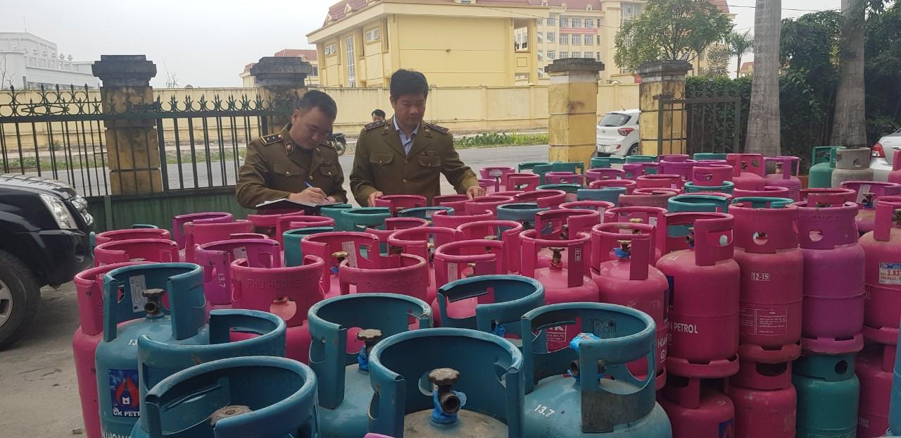 Cục QLTT Thái Bình: Tạm giữ 241 LPG chai không có hóa đơn, chứng từ chứng minh nguồn gốc xuất xứ hàng hoá, trên các nắp van không có màng co niêm phong.